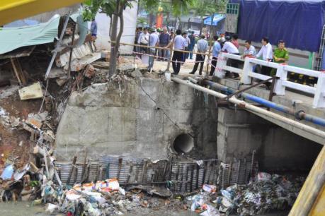 Sạt lở gần cầu Đồng Khởi: Cho xe tải trọng trên 3,5 tấn lưu thông