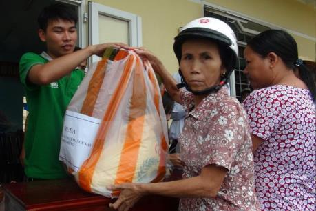 Chấn chỉnh vi phạm trong cấp gạo hỗ trợ ngư dân bị ảnh hưởng do cá chết