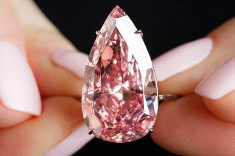 """Viên kim cương hồng """"Unique Pink"""" được bán với giá cao kỷ lục"""
