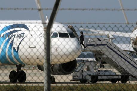 Máy bay Ai Cập mất tích: EgyptAir công bố quốc tịch hành khách