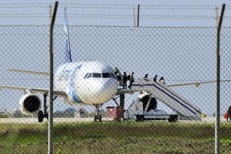 Máy bay Ai Cập mất tích: Không loại trừ khả năng khủng bố