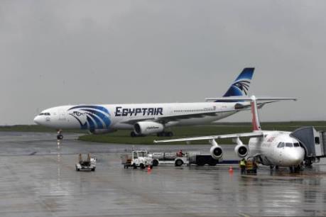 Tin mới nhất: Đã tìm thấy các mảnh vỡ máy bay Ai Cập mất tích