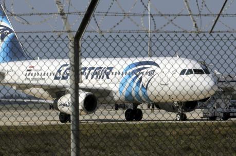 Máy bay Ai Cập mất tích: Phát hiện áo phao trôi nổi trên biển Địa Trung Hải