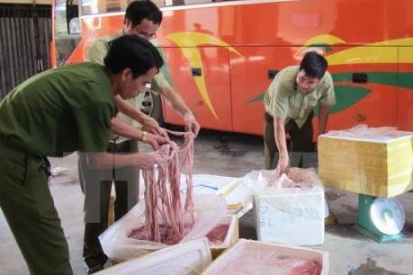 Tiêu hủy 1,5 tấn lòng lợn không rõ nguồn gốc