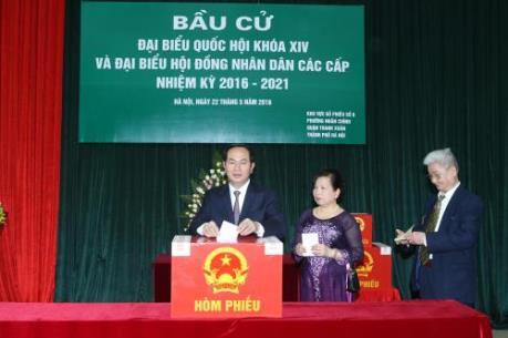 Chủ tịch nước Trần Đại Quang bỏ phiếu bầu cử tại quận Thanh Xuân, Hà Nội