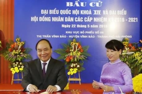 Thủ tướng Nguyễn Xuân Phúc bỏ phiếu bầu cử  tại huyện Vĩnh Bảo, thành phố Hải Phòng