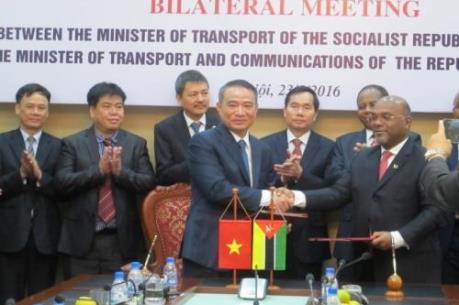 Mozambique quan tâm hợp tác về vận tải biển với Việt Nam