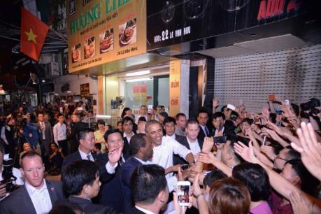 Tổng thống Obama thưởng thức món bún chả nổi tiếng Hà Thành