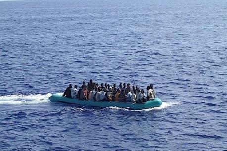 Vấn đề người di cư: Italy giải cứu 3.000 người nhập cư trên biển