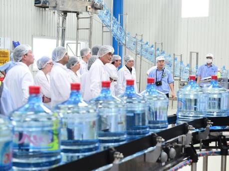 Hà Nội công bố danh sách 16 cơ sở nước uống đóng chai đạt chuẩn
