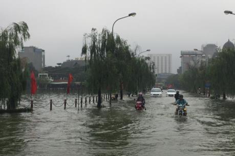 Hà Nội ngập nặng sau cơn mưa lớn bất thường