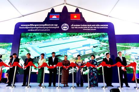 Vinamilk khánh thành nhà máy sữa Angkok Milk tại Campuchia