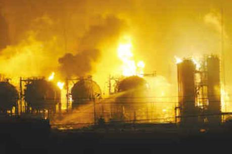 Nổ nhà máy hóa chất ở Ấn Độ gây thương vong lớn
