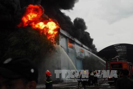 Cháy lớn tại kho hàng Công ty nệm Vạn Thành