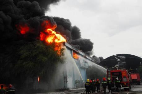 Vụ cháy kho hàng Công ty nệm Vạn Thành: Đã khống chế được đám cháy