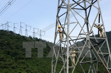 """Lấy mẫu kiểm định chất lượng trụ móng cột điện cao thế bị """"tố"""" lẫn…đất"""