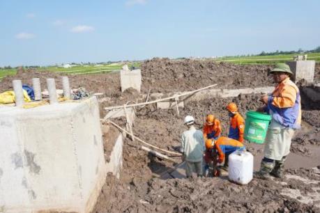 Vụ cột điện móng bê tông trộn đất: Yêu cầu phá đi làm lại hoàn toàn