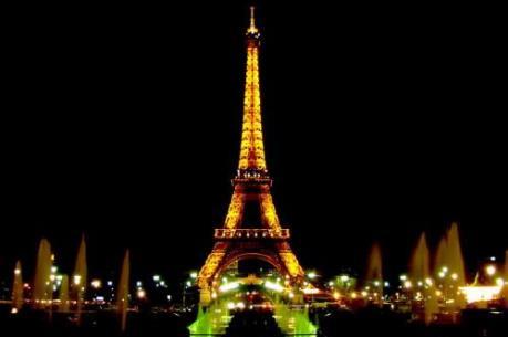 """Tháp Eiffel sẽ """"khoác áo mới"""" mỗi đêm"""