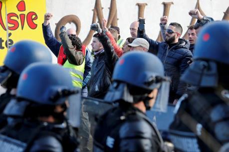 Tổ chức công đoàn gây sức ép với chính phủ Pháp