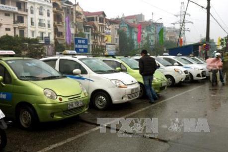 """Hà Nội yêu cầu taxi """"minh bạch"""" hơn đối với hành khách"""