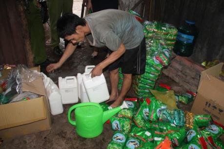 Xử phạt doanh nghiệp sản xuất trà ướp hương liệu hóa chất không rõ nguồn gốc