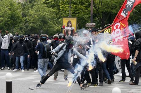 Giao thông Pháp hỗn loạn do bãi công tiếp diễn