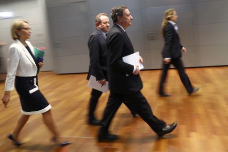 ECB vẫn giữ nguyên lãi suất cơ bản ở mức thấp kỷ lục