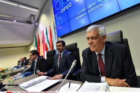 OPEC quyết định không thay đổi chính sách sản lượng
