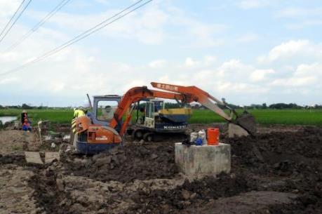 """Vụ cột điện """"trộn đất"""": Làm rõ động cơ của đơn vị thi công"""