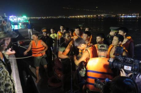 Tin mới nhất vụ chìm tàu du lịch trên sông Hàn