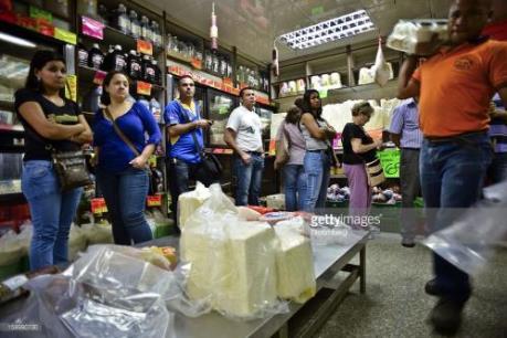 Venezuela phân phát hàng nghìn tấn lương thực cho người dân