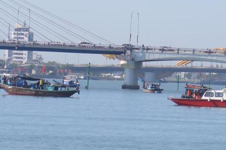 Vụ chìm tàu trên sông Hàn: 1.000 người tham gia tìm kiếm 3 người mất tích