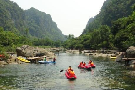 Du lịch hang động Quảng Bình hút khách