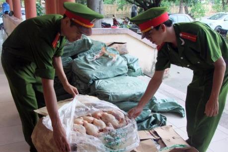 Phát hiện 450 kg thịt gà đông lạnh không rõ nguồn gốc.