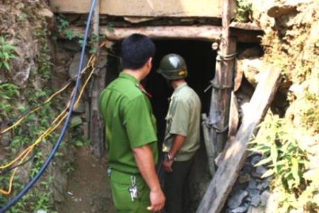Thanh Hóa: Tạm dừng tìm kiếm 3 phu vàng bị kẹt dưới hang sâu do mưa lớn