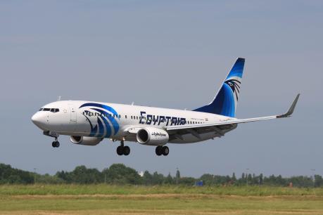Máy bay của EgyptAir hạ cánh khẩn cấp vì đe dọa đánh bom