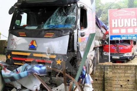 Bị xe ben đâm trực diện, hai người thương vong