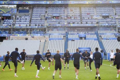 EURO 2016: Stade de France trước giờ bóng lăn