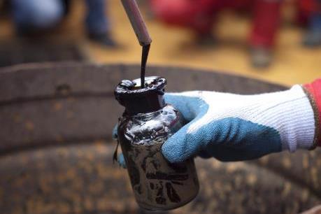 Tổng sản lượng của các công ty dầu niêm yết giảm trong quý III/2016