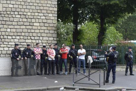 EURO 2016: Pháp áp dụng nhiều biện pháp kiểm soát sau ẩu đả kinh hoàng tại Marseille