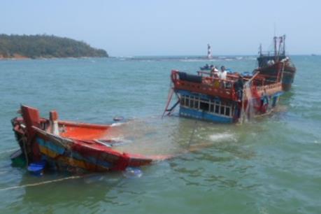 Bà Rịa-Vũng Tàu: Cứu 12 ngư dân trên tàu cá bị đâm chìm