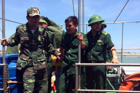 Tin mới nhất: Phi công máy bay Su 30Mk2 đã về đất liền an toàn