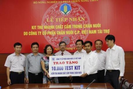 Công ty C.P.Việt Nam tài trợ 10.000 bộ kít thử chất cấm trong chăn nuôi