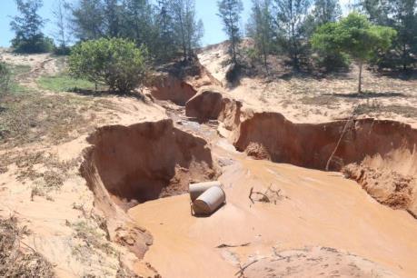 Vỡ hồ chứa nước đãi titan: Đoàn công tác của Bộ TN&MT kiểm tra hiện trường
