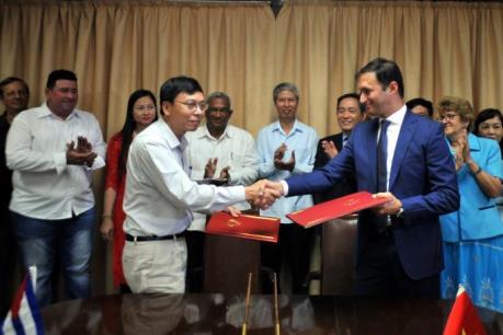 Việt Nam trao tặng 5.000 tấn gạo cho Cuba