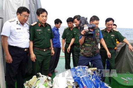 Tin mới nhất: Tìm thêm được nhiều mảnh vỡ của máy bay CaSa-212 gặp nạn