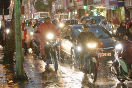 Dự báo thời tiết đêm 21/9: Mưa dông tiếp tục trút xuống Trung Bộ