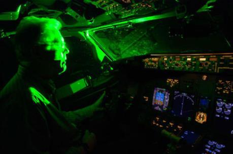 Công an Hà Nội chặn hiện tượng chiếu lazer nguy hiểm cho các chuyến bay