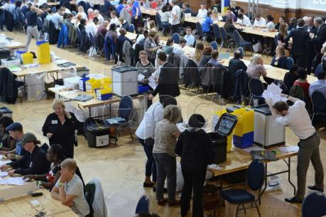 Vấn đề Brexit: Tỷ lệ giữa hai phe bám đuổi liên tục