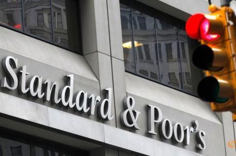 S&P và Fitch đồng loạt hạ mức tín nhiệm của Anh